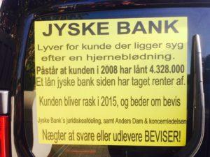 Det står tydligt på kundes bil hvad sagen handler om. - Se mere på Banknyt.dk - Klik på billed - TIDSLINJEN OPDATERES / RETTES