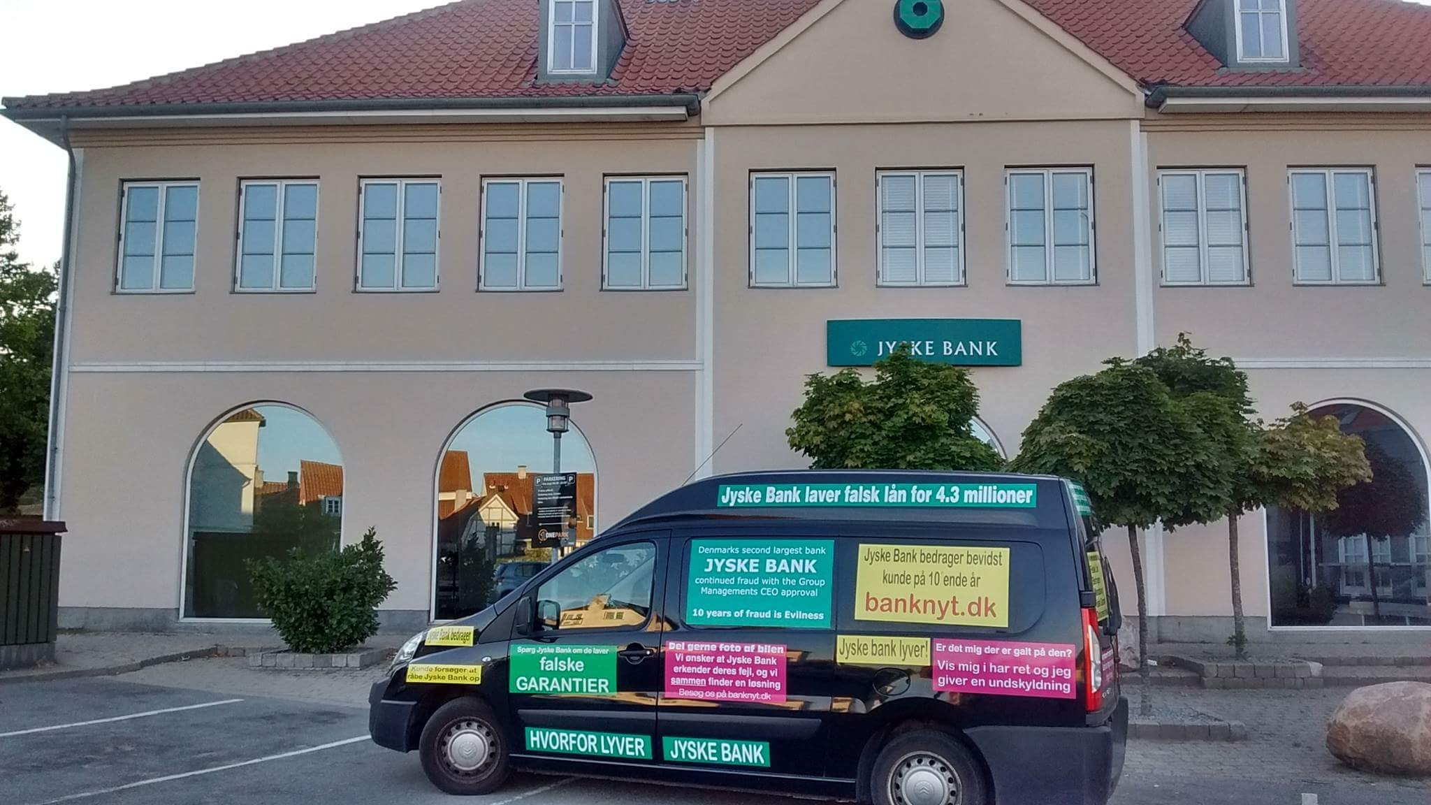 Jysk bank bil #MANDATSVIG #BEDRAGERI #DOKUMENTFALSK #UDNYTTELSE #SVIG #FALSK #Bank #AndersChristianDam #Financial #News #Press #Share #Pol #Recommendation #Sale #Firesale #AndersDam #JyskeBank #ATP #PFA #MortenUlrikGade #PhilipBaruch #LES #BirgitBushThuesen #LundElmerSandager #Nykredit #MetteEgholmNielsen #Loan #Fraud #CasperDamOlsen #NicolaiHansen #AnetteKirkeby #SørenWoergaaed #Gangcrimes #Crimes #Koncernledelse #jyskebank #Koncernbestyrelsen #SvenBuhrkall #KurtBligaardPedersen #RinaAsmussen #PhilipBaruch #JensABorup #KeldNorup #ChristinaLykkeMunk #HaggaiKunisch #MarianneLillevang #Koncerndirektionen #AndersDam #LeifFLarsen #NielsErikJakobsen #PerSkovhus #PeterSchleidt Rødstenen advokater Thomas Schioldan Sørensen. Lundgrens advokater partner Dan Terkildsen Lundgrens Niels Gram- Hanssen, Pedram Moghaddam, Dan Terkildsen, Tobias Vieth og Thomas Stampe, flytter til nyt kontor i Tuborg Havn